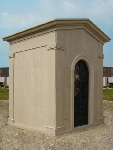 Cappella in marmo chiaro
