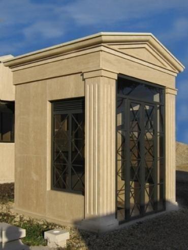 Cappella funebre con cancello