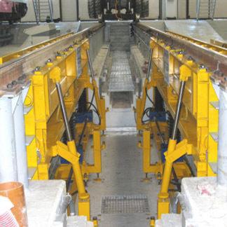Carroponte bitrave con sistema di comando costituito da cabina