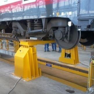 Attrezzatura per sostegno carrello rotabile