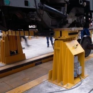 calaassi elettromeccanico per lo smontaggio degli assili ferroviari