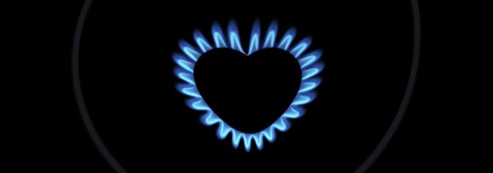 fiamma del fuoco a forma di cuore