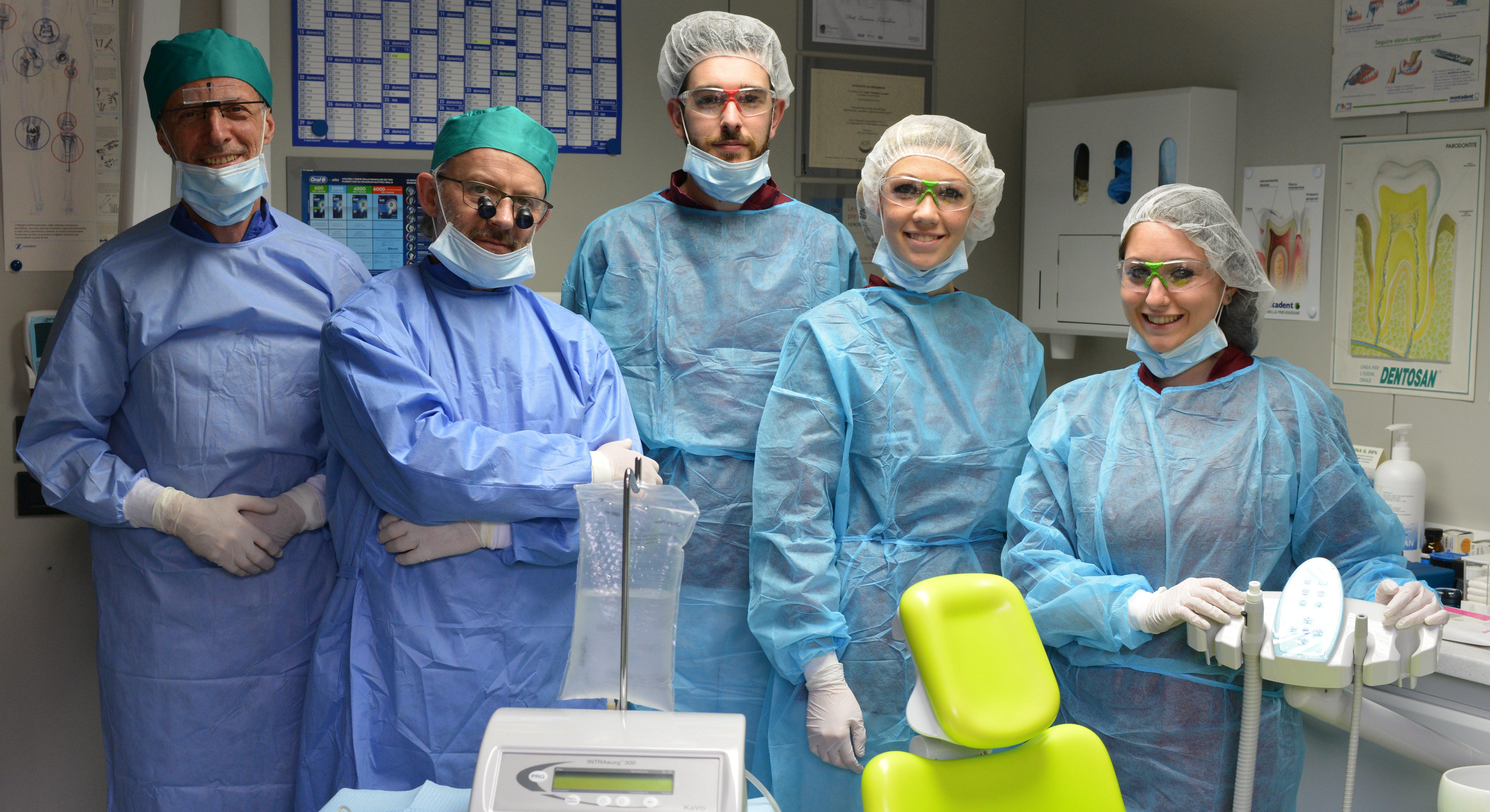 medici chirurghi odontoiatri pronti per operare