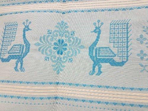 Due pavoni blu e bianchi