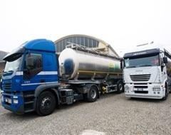 camion per trasporto rifiuti industriali