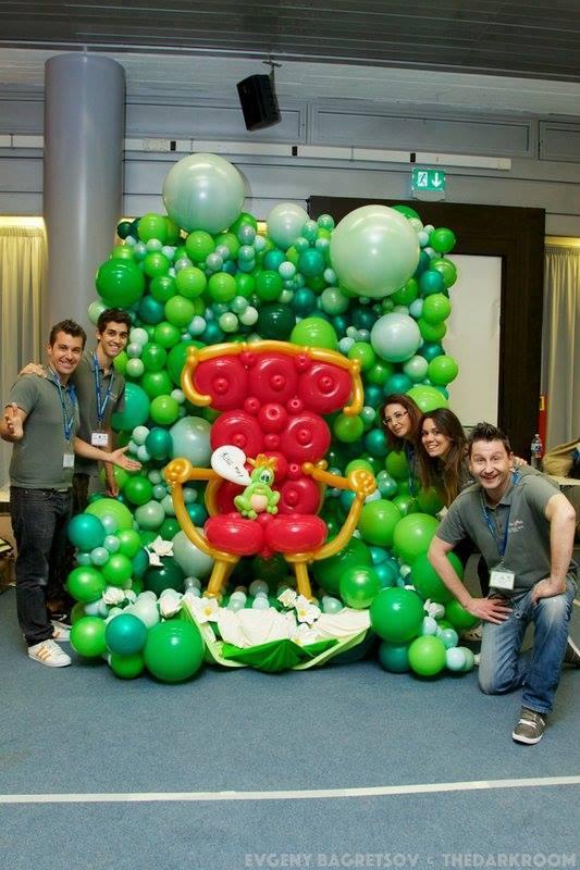 trono fatto di palloncini