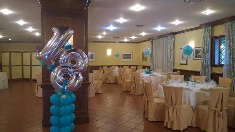 sala da ricevimento con palloncini