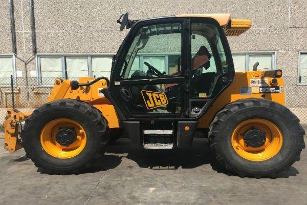 trattore della marca JCB