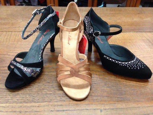 tre scarpe coi tacchi