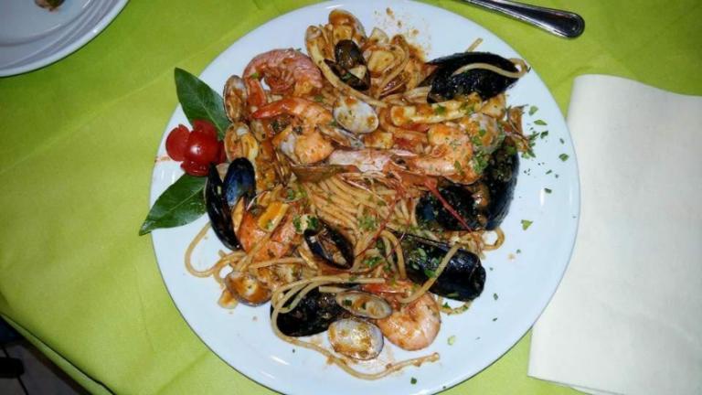 spaghetti allo scoglio frutti di mare ristorante pizzeria asporto gazebo vercelli