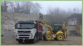 scasso terreno con escavatore