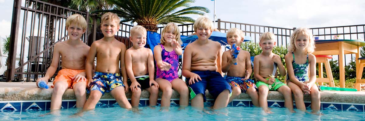 leisure coast pool centre kids sitting in pool