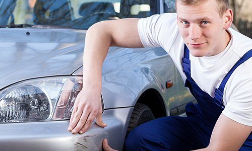 Engineer identifying the body repair work in Alexandria, KY