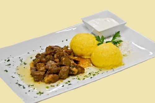 spezzatino di carne con risotto giallo