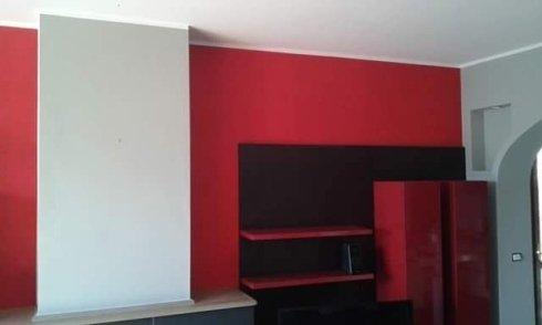 vista frontale di una parete rossa