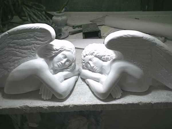 sculture angeliche marmoree