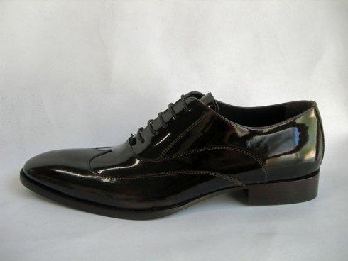 calzature uomo di cuoio