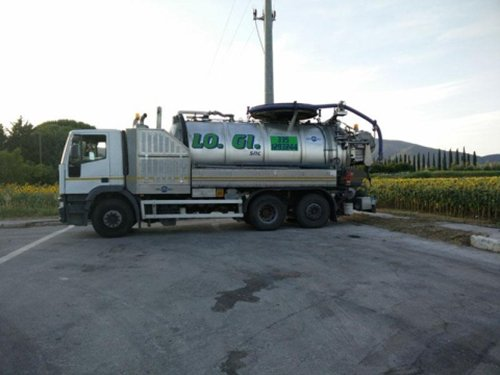 camion per pulizia fognature
