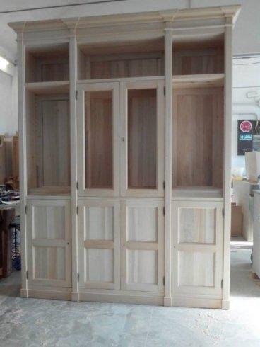 libreria su misura 4 ante legno, 2 ante vetro e cinque vani a giorno