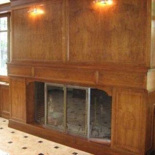 Particolare rivestimento camino in legno
