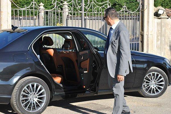 auto con autista privato