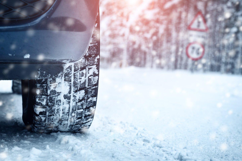 auto con pneumatici da neve