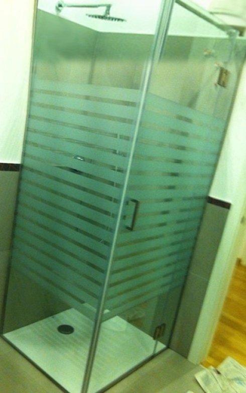 pareti divisorie in vetro; vetrate antisfondamento