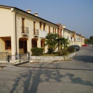 Biville e appartamenti a Loria