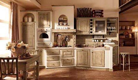 Sala da pranzo e cucina con finiture in legno