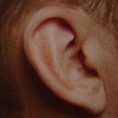 apparecchio acustico nascosto