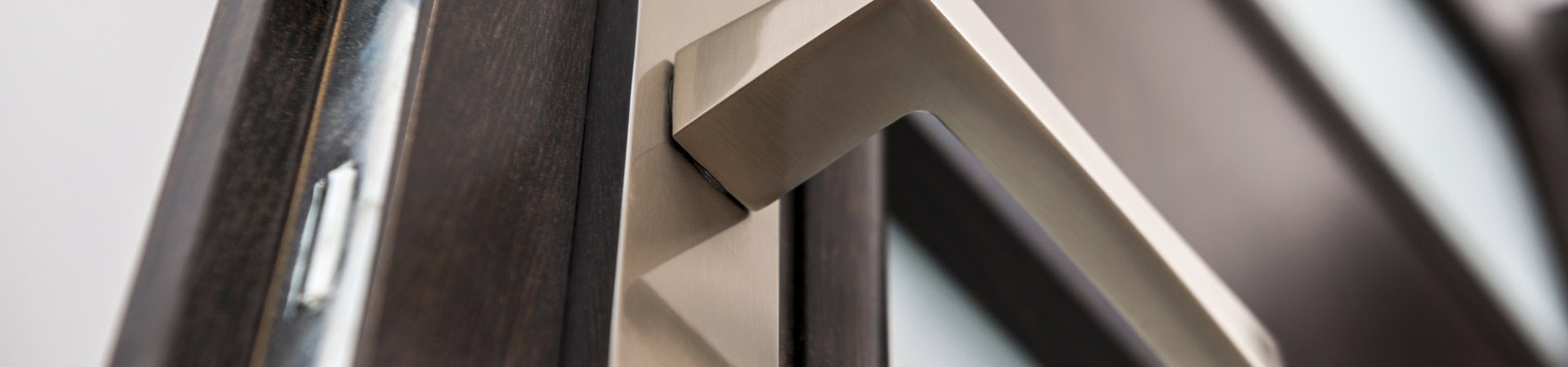 hard edged door handle and sturdy wooden door & Door Installers | Melbourne | Frankston Door \u0026 Window Centre