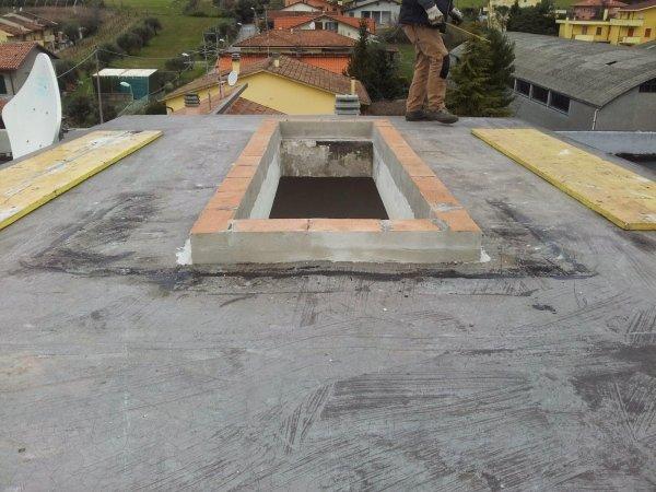 costruzione muretto per nuovo lucernaio tetto