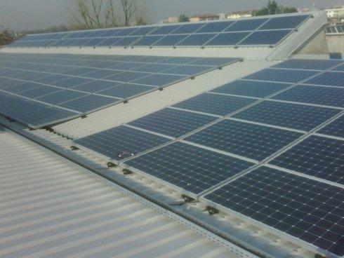 pannelli fotovoltaici su copertura in lamiera grecata