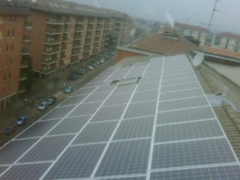 pannelli fotovoltaici su tetto con copertura in tegole