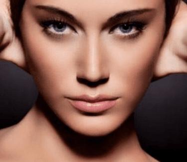 il viso di una donna