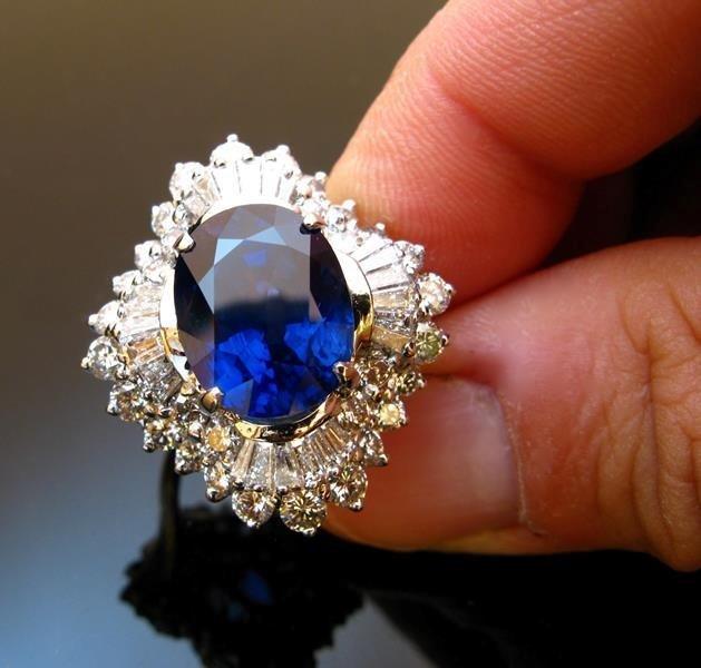 anello con pietre preziose