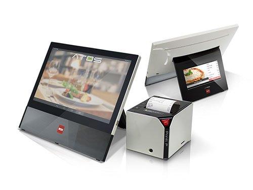 un monitor e accanto un macchinario che stampa uno scontrino