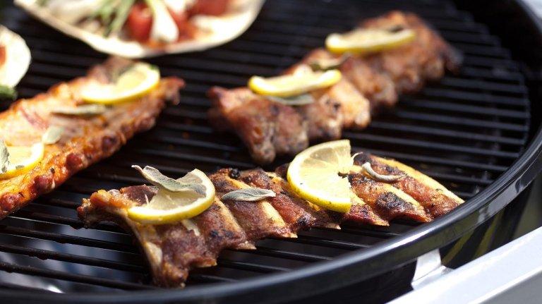 barbecues con cibo