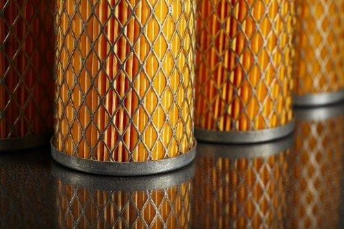 una fila di filtri oleodinamici