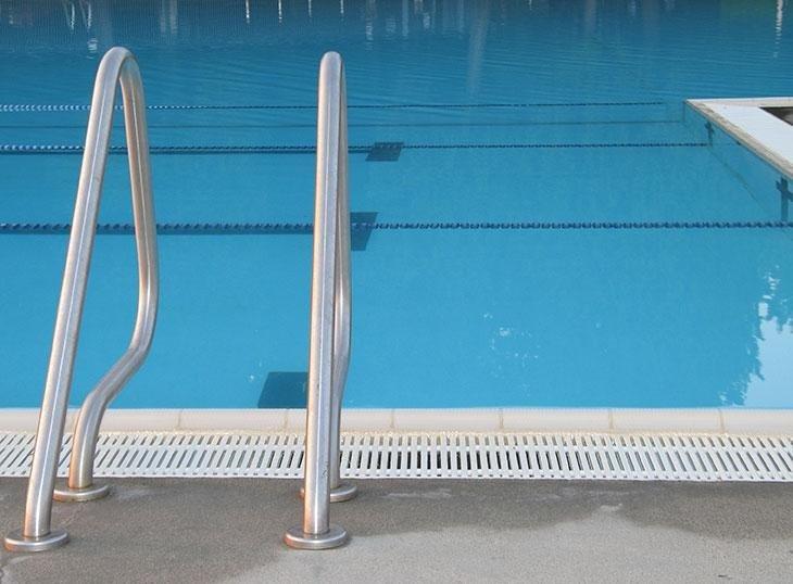 piscine per centri sportivi
