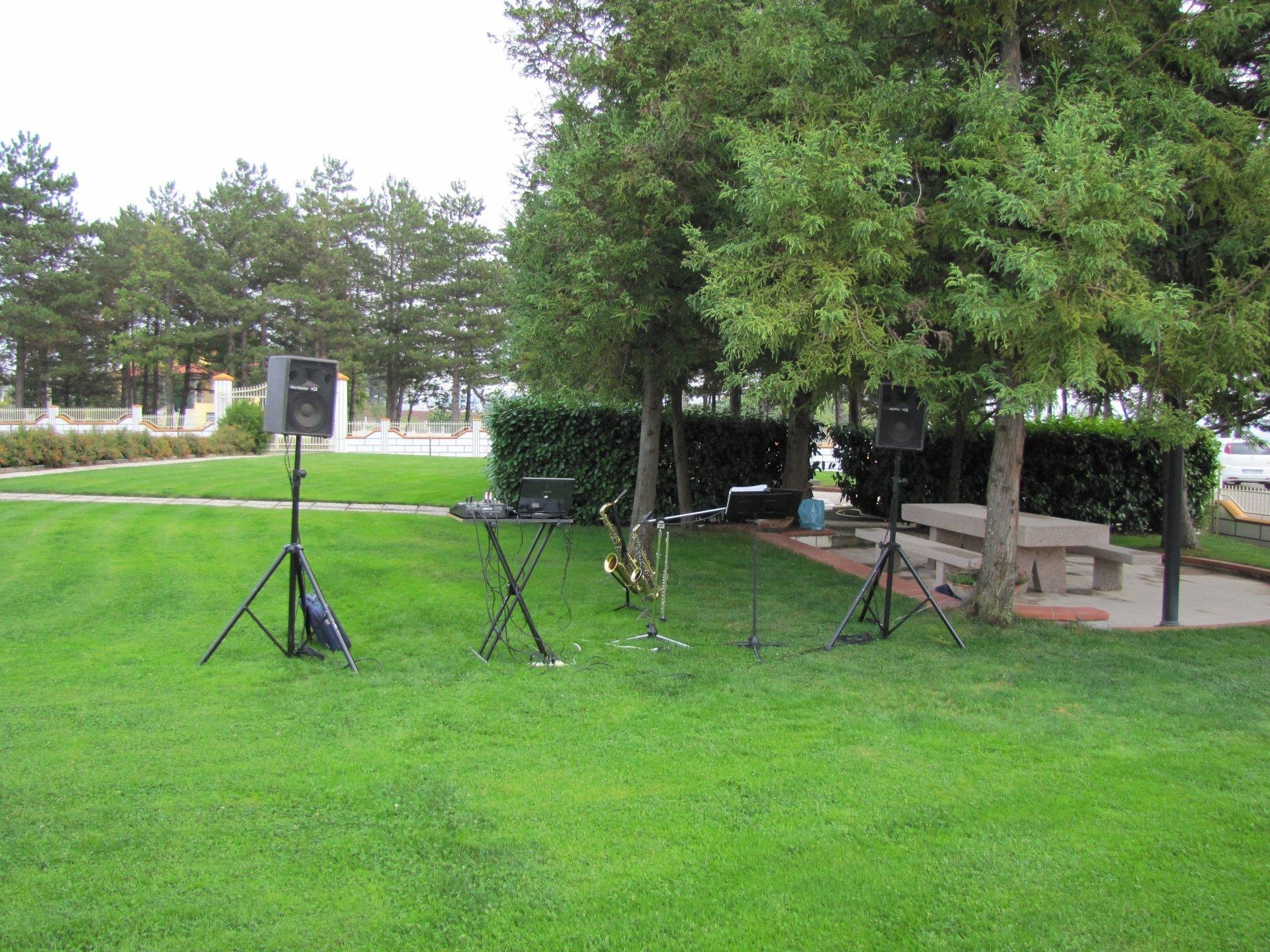 impianto audio installato in un giardino
