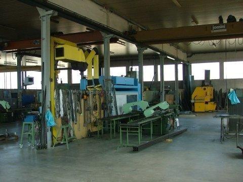 Interno fabbrica carpenteria