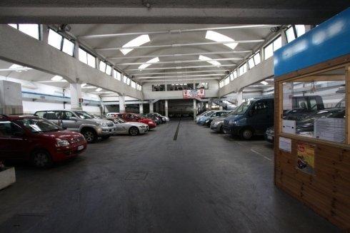 Parcheggio per auto coperto