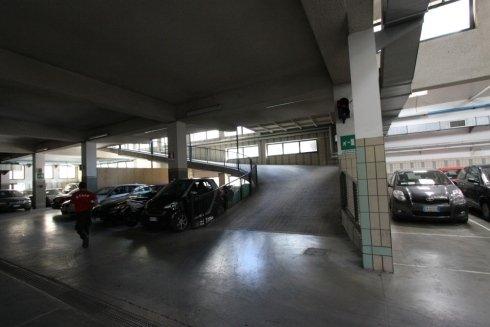 Parcheggio auto coperto