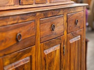 mobili stile coloniale