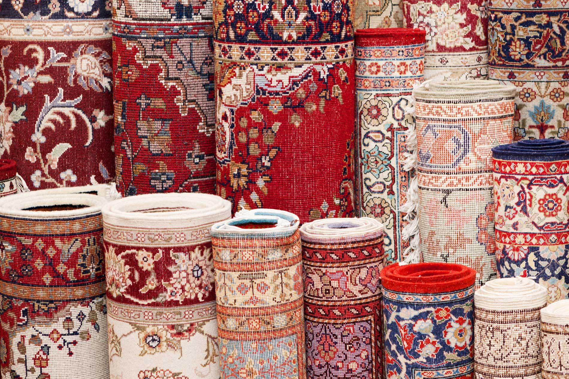Tappeti artigianali persiani arrotolati