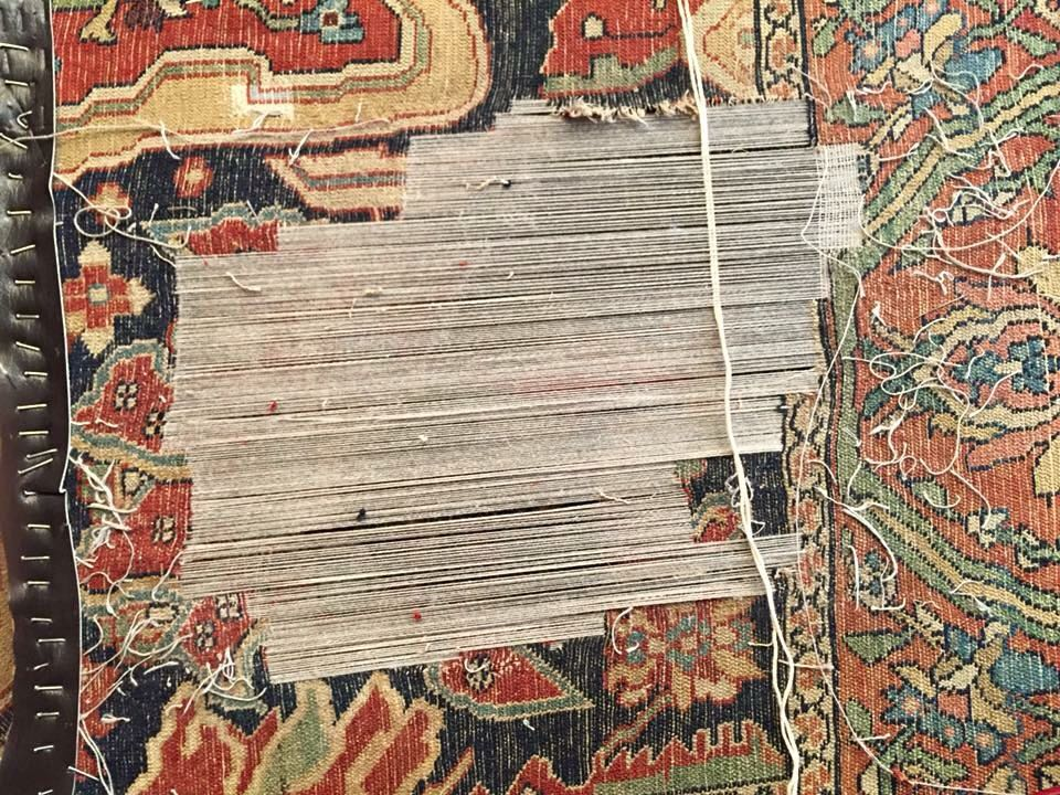 Dettaglio tappeto orientale in riparazione