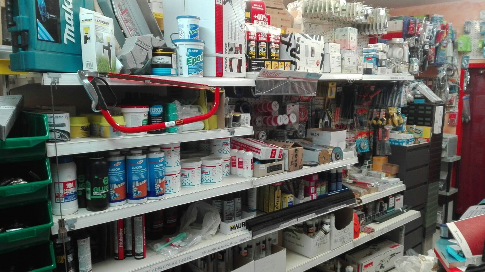 assortimento prodotti per ferramenta
