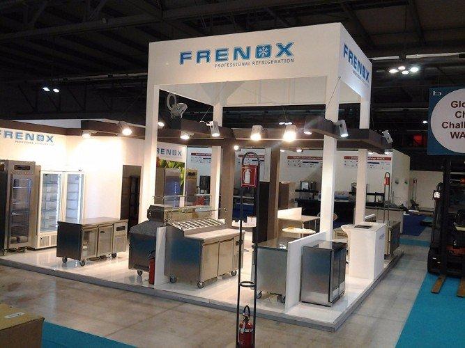 uno stand di frigoriferi professionali della marca Frenox