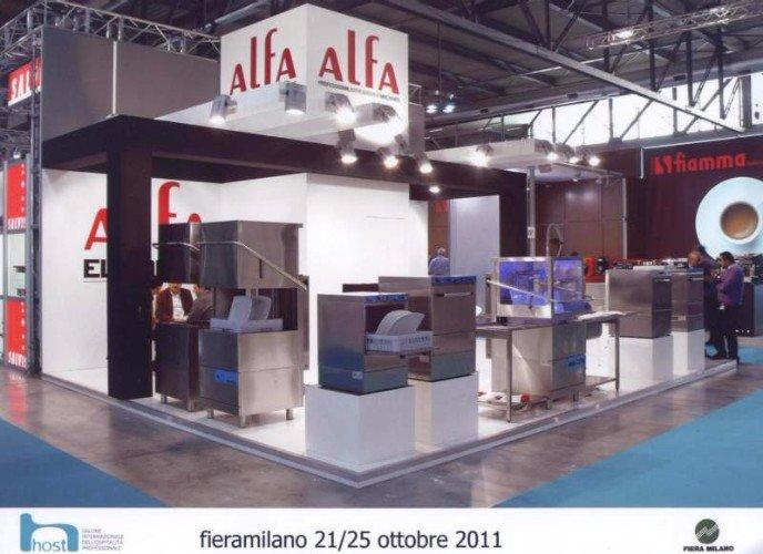 uno stand di  lavastoviglie professionali della marca Alfa